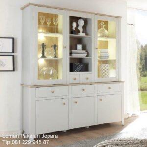 Lemari pajangan minimalis modern hias model desain buffet 3 pintu kaca kristal ruang tamu sederhana terbaru kayu Jepara kotak harga murah